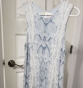 Blue sleeveless print dress